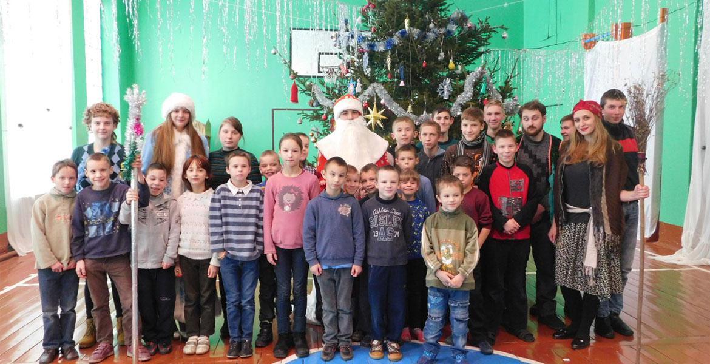 Волонтёры подарили детям праздник