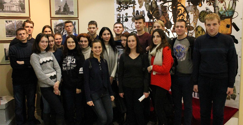 Студенты историко-филологического факультета присутствовали на открытии юбилейной выставки